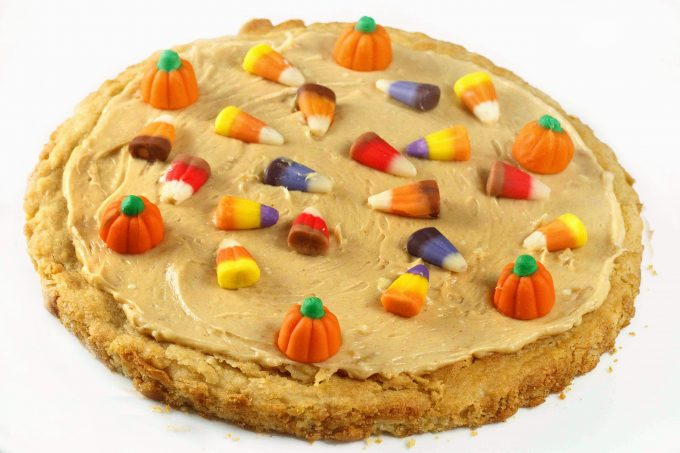 Sugar cookie pizza for halloween