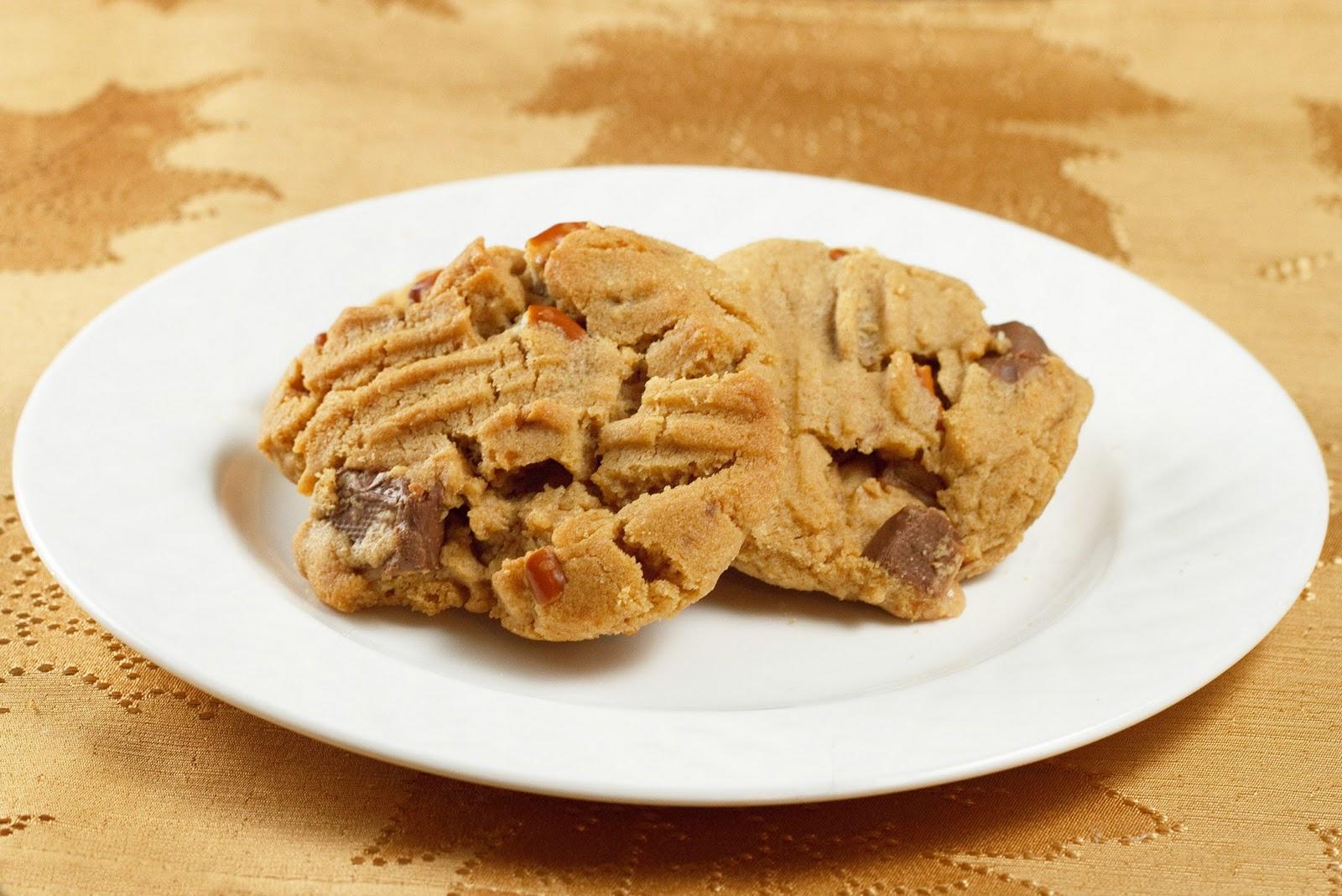 peanut-butter-pretzel-toffee-cookie