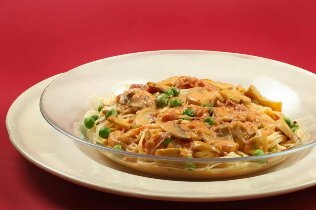 Capellini D'Angelo with prosciutto and peas