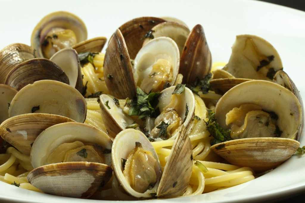 Linguine with little neck clams in a garlic aioli sauce