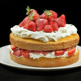 Italian Strawberry Cake with Cream