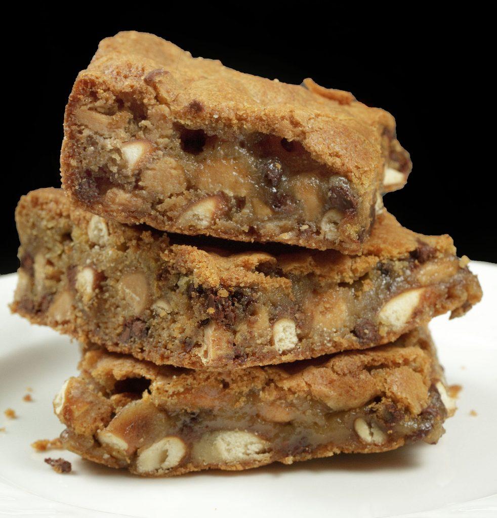 close up of 3 Peanut Butter Pretzel Blondies on a white plate