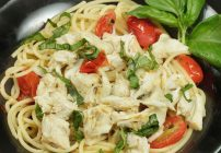 pasta topped with jumbo lump crabmeat, basil and tomatoes