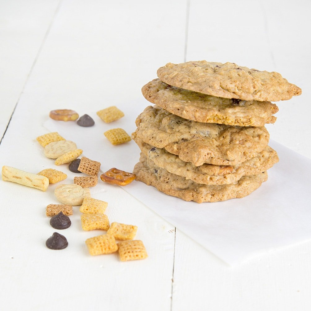 Sweet and Salty Chex Mix Cookie & 100 of the best cookie recipes for Christmas | PasstheSushi.com
