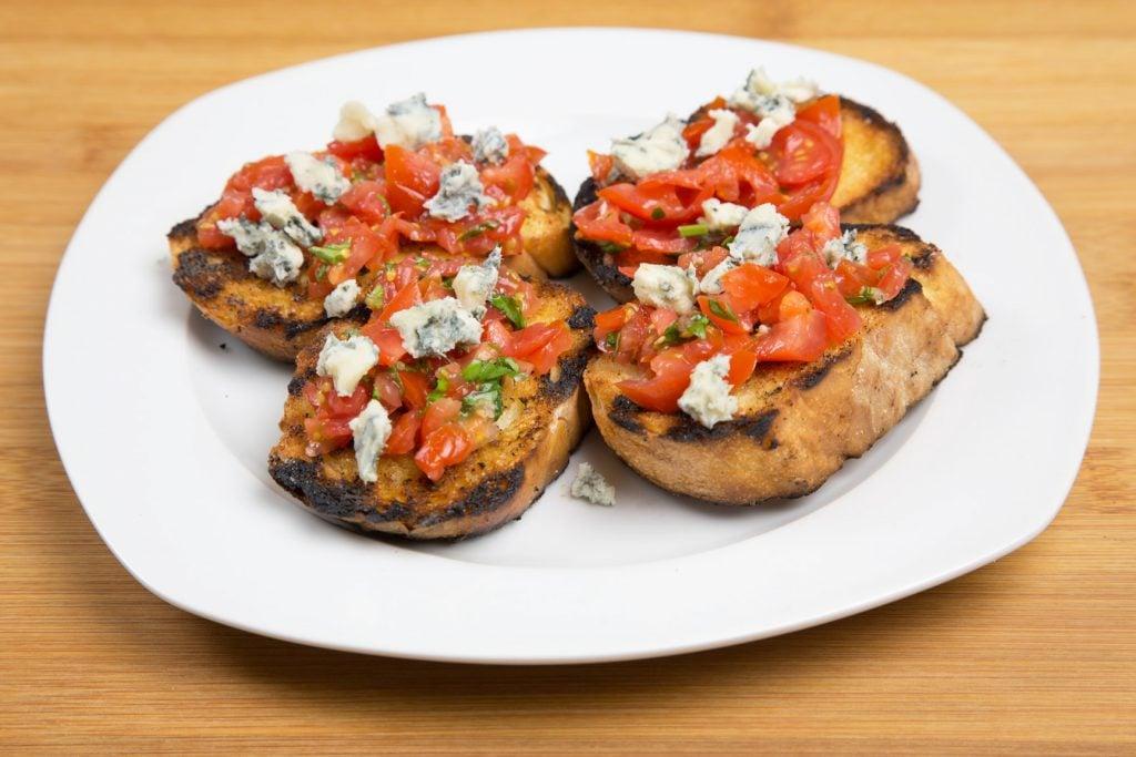 Appetizers, tomato, gorgonzola bruschetta