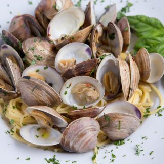 How to make Clams and Spaghetti – Around the Kitchen Table