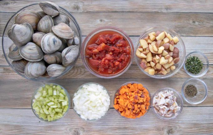 ingredients to make manhattan clam chowder