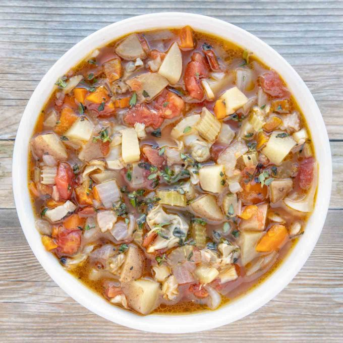 bowl of manhattan clam chowder