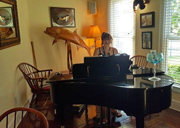 piano player at grand piano at Tarpon Lodge, Pine Island