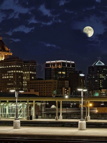 Visit Greensboro, Night time skyline