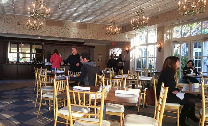 breakfast room at the O.Henry hotel