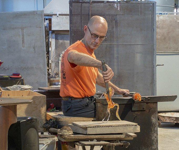 craftsmen making a glass horse