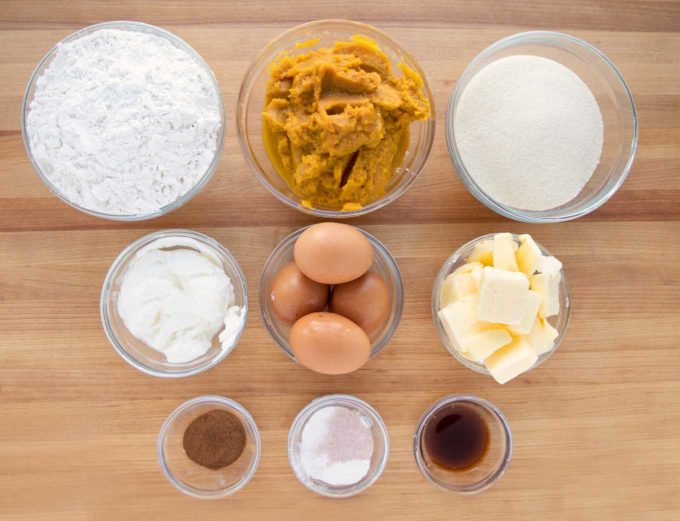 ingredients to make pumpkin crunch cake in glass bowls
