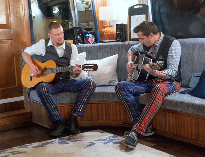 Chef and Crewman playing guitars on la Belle Epoque