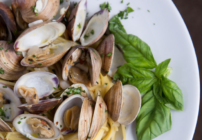 Pinterest image for clams and spaghetti