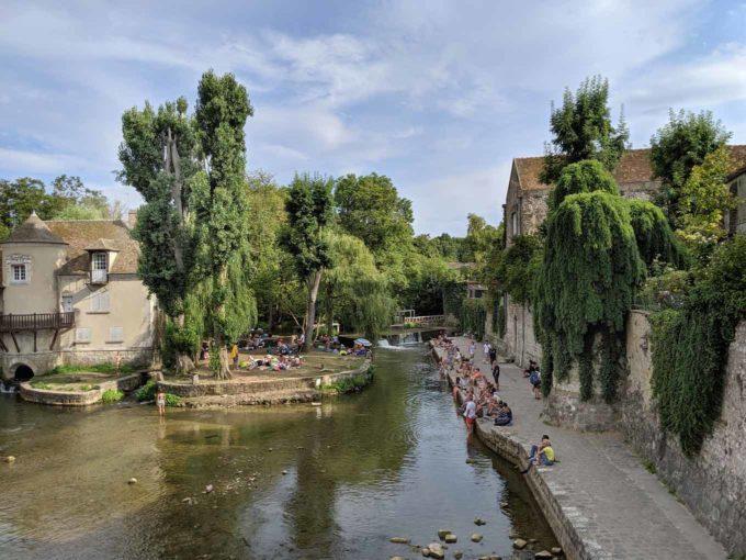 Moret sur Loing canal bank