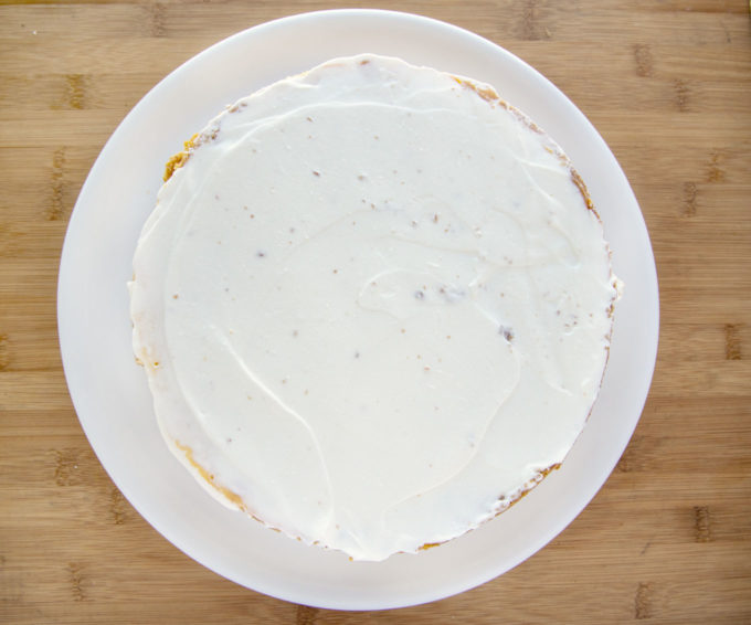 cheesecake topped with sour cream mixture