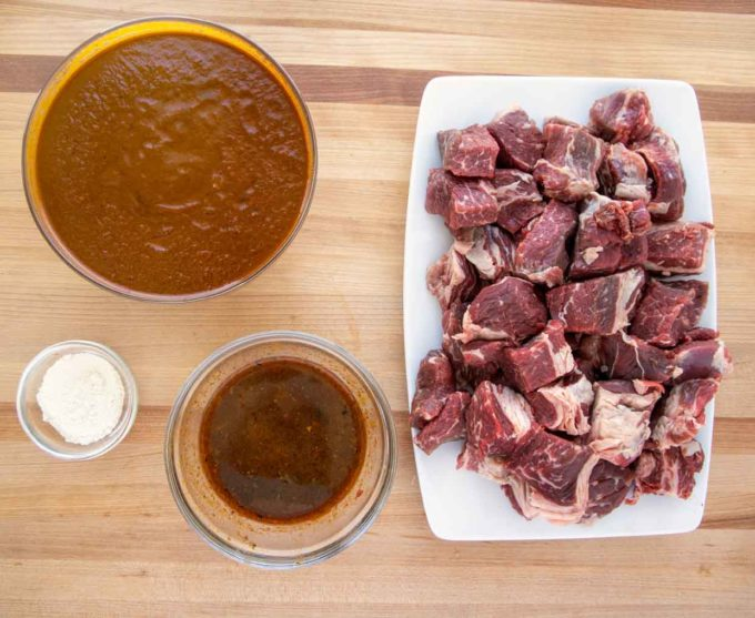 ingredients to make beef chili colorado