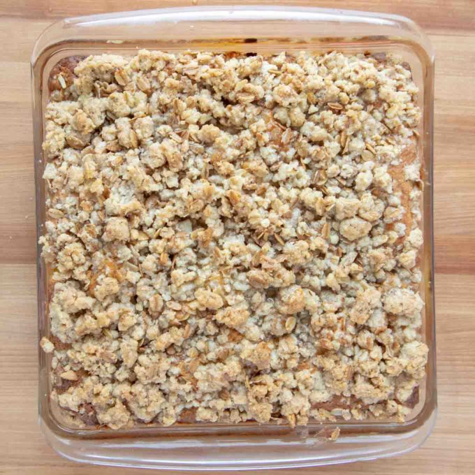 baked peach buckle with a nicely browned streusel topping