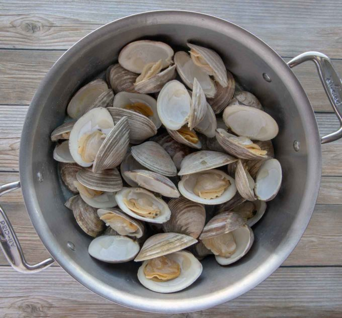 steam whole clams in stock pot