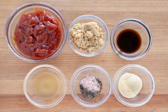 ingredients for meatloaf glaze in glass bowls