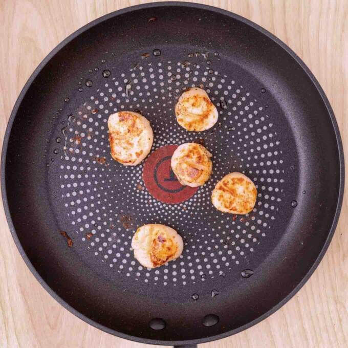 pan seared scallops in a non stick pan